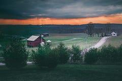 Cielo drammatico di sera dell'azienda agricola della Pensilvania Fotografia Stock Libera da Diritti