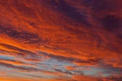 Cielo drammatico di tramonto con le nubi Immagine Stock Libera da Diritti