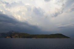 Cielo drammatico sopra il mar Mediterraneo Fotografia Stock