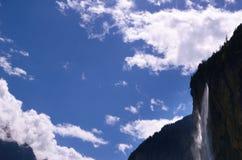 Cielo e cascata Fotografie Stock