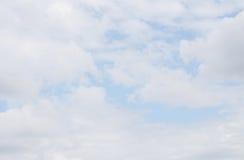 Cielo e nubi bianche immagine stock
