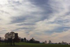 cielo e nuvole del foehn nel mese novembre di autunno Immagini Stock
