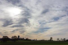cielo e nuvole del foehn nel mese novembre di autunno Immagine Stock Libera da Diritti
