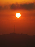 Cielo e sole rossi Immagini Stock