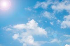 Cielo en el día hermoso con las nubes Imagenes de archivo