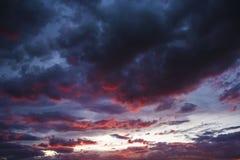 Cielo escénico de la puesta del sol Fotos de archivo