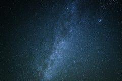 Cielo estrellado con la vía láctea foto de archivo