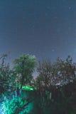 Cielo estrellado en el pueblo Foto de archivo libre de regalías