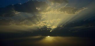 Cielo fantastico ad alba fotografia stock libera da diritti