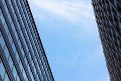 Cielo fra i grattacieli Fotografie Stock