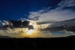 Cielo grande de la puesta del sol céntrica de Ciudad de México fotos de archivo