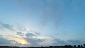 Cielo HD de la puesta del sol metrajes