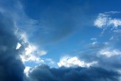 Cielo hermoso con la nube antes de la tarde de la puesta del sol fotografía de archivo libre de regalías