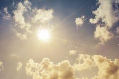 Cielo hermoso con la nube blanca fotografía de archivo libre de regalías
