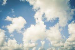 Cielo hermoso con la nube blanca imágenes de archivo libres de regalías