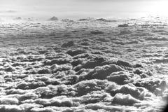 Cielo hermoso con las nubes imagen de archivo