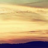 Cielo hermoso con las nubes en la puesta del sol Fotografía de archivo libre de regalías