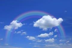 Cielo hermoso con las nubes y el arco iris Imagen de archivo libre de regalías