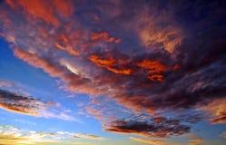 Cielo hermoso de la puesta del sol fotografía de archivo libre de regalías