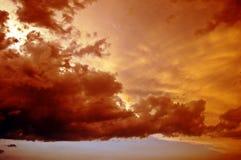 Cielo hermoso de la puesta del sol Fotos de archivo libres de regalías