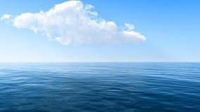 Cielo hermoso del mar y de las nubes Fotos de archivo libres de regalías