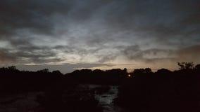 Cielo hermoso en la puesta del sol fotos de archivo libres de regalías