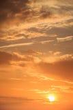 Cielo hermoso en tiempo de la salida del sol fotografía de archivo