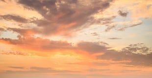 Cielo hermoso en tiempo de la salida del sol imagen de archivo libre de regalías
