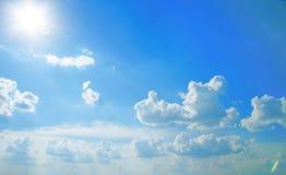 Cielo hermoso. Luz del sol Imagen de archivo