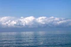 Cielo hermoso y el mar Fotos de archivo libres de regalías