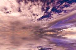 Cielo jugoso de la puesta del sol Fotos de archivo libres de regalías
