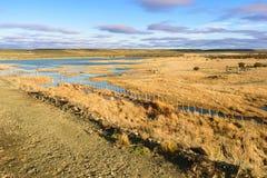 Cielo, lago ed azienda agricola Fotografia Stock Libera da Diritti