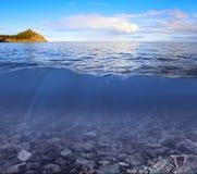 Cielo, linea di galleggiamento e fondo subacqueo Fotografia Stock