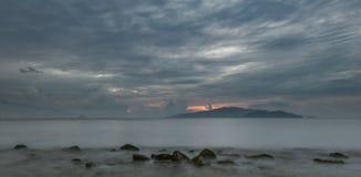Cielo lunatico Vietnam di alba della baia di Nha Trang Fotografie Stock Libere da Diritti