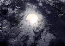 Cielo nocturno abstracto con la Luna Llena para el fondo de Halloween Foto de archivo