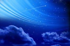 Cielo nocturno con la estrella fugaz Imagenes de archivo