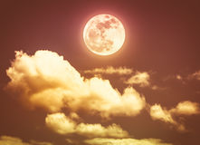Cielo nocturno con la Luna Llena brillante, fondo de la naturaleza de la serenidad Septiembre Imágenes de archivo libres de regalías