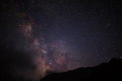 Cielo nocturno con milkyway Imágenes de archivo libres de regalías