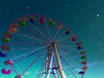 Cielo nocturno de la cabina de la noria imagen de archivo