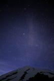 Cielo nocturno de la montaña Fotos de archivo
