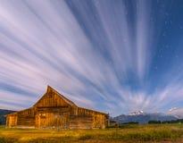 Cielo nocturno dramático en la fila mormona con la visión en Teton magnífico Imagenes de archivo