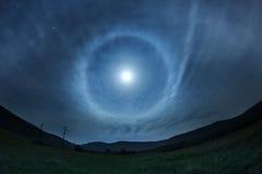 Cielo nocturno hermoso con la Luna Llena y las estrellas Foto de archivo libre de regalías