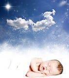 Cielo nocturno mágico del invierno y bebé durmiente Foto de archivo
