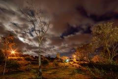 Cielo nocturno nublado Foto de archivo libre de regalías