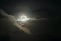 Cielo nocturno oscuro con la luz de luna Imagen de archivo libre de regalías