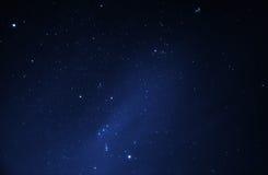 Cielo nocturno por completo de estrellas brillantes Fotos de archivo