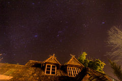 Cielo nocturno y estrella agradable Imágenes de archivo libres de regalías