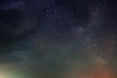 Cielo notturno con il lotto delle stelle brillanti, Fotografia Stock Libera da Diritti