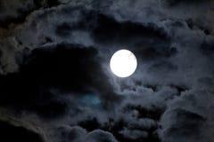 Cielo notturno con la luna e la nuvola Fotografia Stock