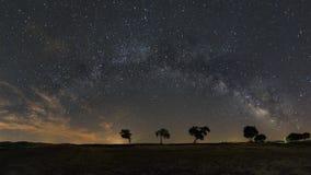 Cielo notturno con la Via Lattea nell'Alentejo, Portogallo immagine stock libera da diritti